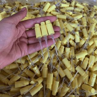 黄色喷雾器