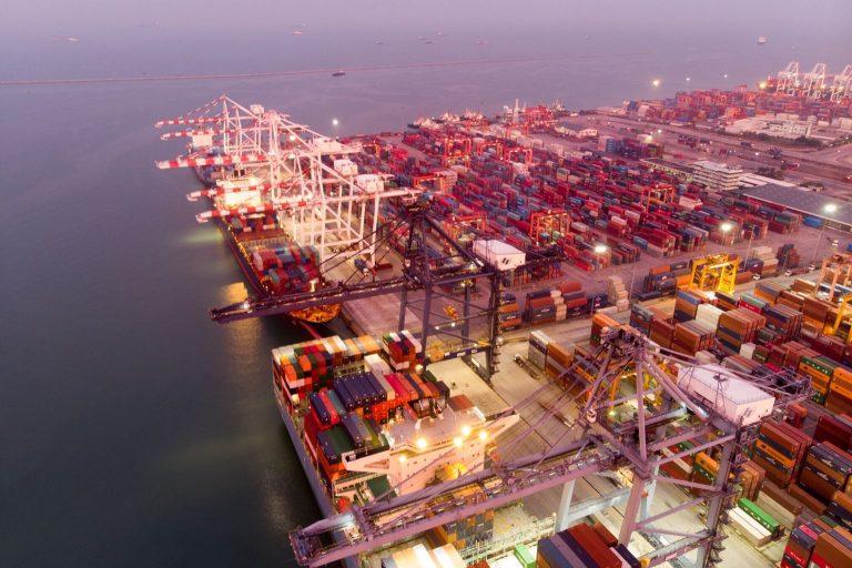 ¿Por qué es importante la formación en comercio internacional?